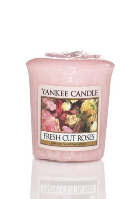 АРОМАТИЧЕСКАЯ СВЕЧА YANKEE CANDLE Fresh Cut Roses  / Свежесрежанные розы