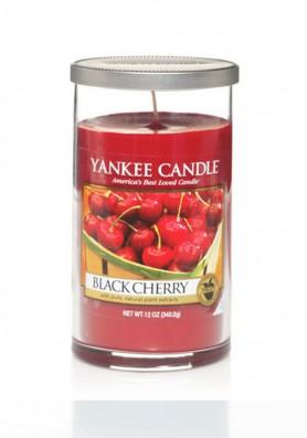Ароматическая свеча в стакане Yankee Candle Black Cherry / Чёрная черешня