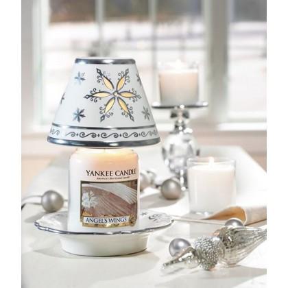 Настроение: аромат «крылья ангела» от Yankee Candle!👼❄️ ⠀  Эти свечи в стеклянной банке с неописуемо вкусным ароматом из детства, несущим тепло, и ощущение искристого красивого снега... ⠀ ✨Верхняя нота: сахарный тростник, глазированная карамель. ✨Средняя нота: ландыш, сахарный зефир, сладкий жасмин. ✨Базовая нота: ваниль, белый мускус, кремовая амбра, ванильный солод. ⠀ Большая свеча 2450₽ Средняя свеча 1990₽ Малая свеча 990₽ Вотив 250₽ ⠀ 🙏🏻Ждём вас каждый день по адресу: Большая Новодмитровская 36с2, вход 3. . ГРАФИК и как к нам пройти смотрите в актуальном!🎬 . 💫Телефон: +7 (977) 151-62-44 💫Наши сайты: www.ycrussia.ru & millefiorirussia.ru & durancerussia.ru . #yankeecandle #candle #cozyhome #ароматыдлядома #дизайнзаводфлакон #fashionfriends #свечи #clubfashionblogger #уютныйдом
