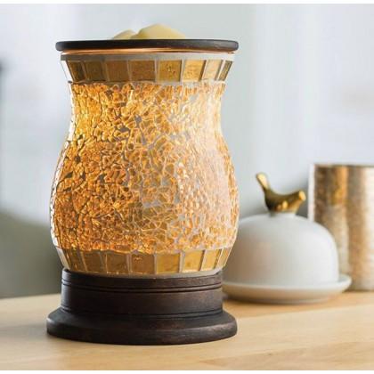 Оригинальный воскоплав от Candle Warmers в золотом дизайне 🥰 Золотисто-стеклянная мозаичная поверхность приятно сверкает и излучает мягкое сияние! . Просто добавьте воск в специальное блюдце, который также продается в нашем шоуруме в блюдо, включите его и наслаждайтесь любимым ароматом, который распространяется по комнате! . Восковые продукты от Candle Warmers Etc. - это 100% парафиновый воск, который сохраняет больше аромата и длится дольше по сравнению с ароматизированными гелями, маслами или спреями. . Продукцию Candle Warmers вы можете приобрести в нашем шоу-руме!