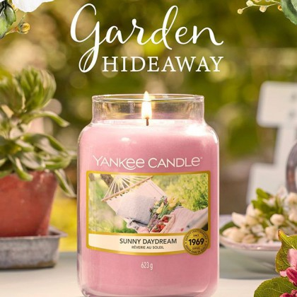 Рады вам сообщить, что к нам прибыла весенняя коллекция «Полдень в саду» Yankee Candle, которая уже ДОСТУПНА К ЗАКАЗУ!😍 ⠀ Этой весной мы откроем 7 новых ароматов, которые полностью погрузят вас в атмосферу солнечных лучшей, бесконечных цветочных полей и согревающего счастья!🙌🏻 ⠀ 👉🏻ВСТРЕЧАЙТЕ, 5 НОВЫХ АРОМАТОВ КЛАССИЧЕСКОЙ КОЛЛЕКЦИИ: ⠀ 🌸Райский сад / Afternoon Escape 🌸Домашний лимонад / Homemade Herb Lemonade 🌸Земляничный сорбет / Roseberry Sorbet 🌸Цветущая камелия / Camellia Blossom 🌸Солнечные грезы / Sunny Daydream 🍃2 НОВЫХ ВЕСЕННИХ АРОМАТА В КОЛЛЕКЦИИ